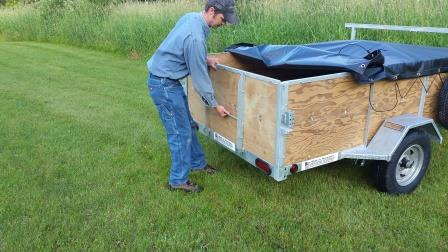 Removing tail gate on 1-2 place canoe trailer